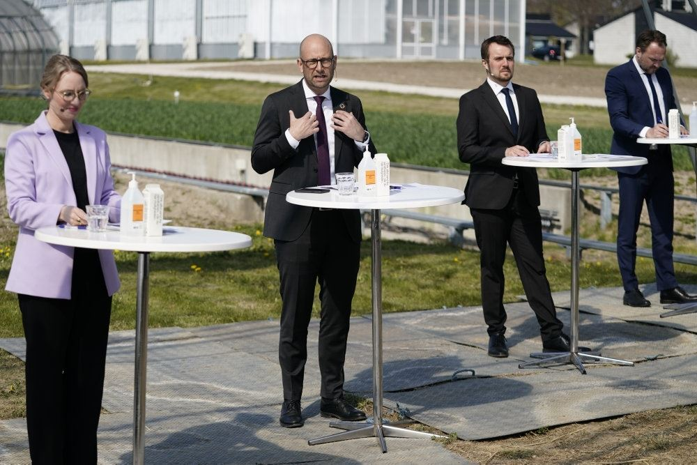 billede af regeringens ministre ved dagens møde