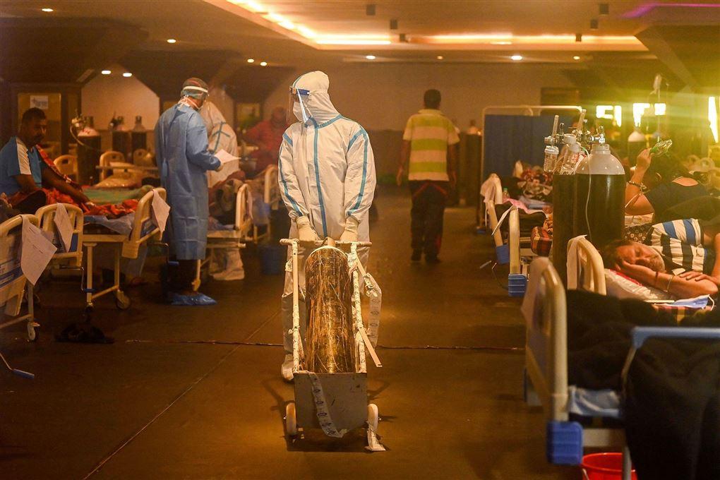 billede fra et overfyldt sygehus