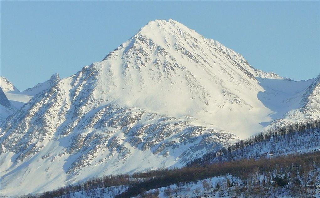 sneklædt bjerg i norge