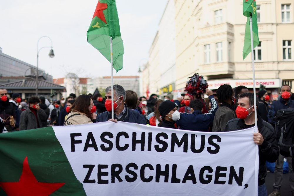 tyske demonstranter på gaden i berlin