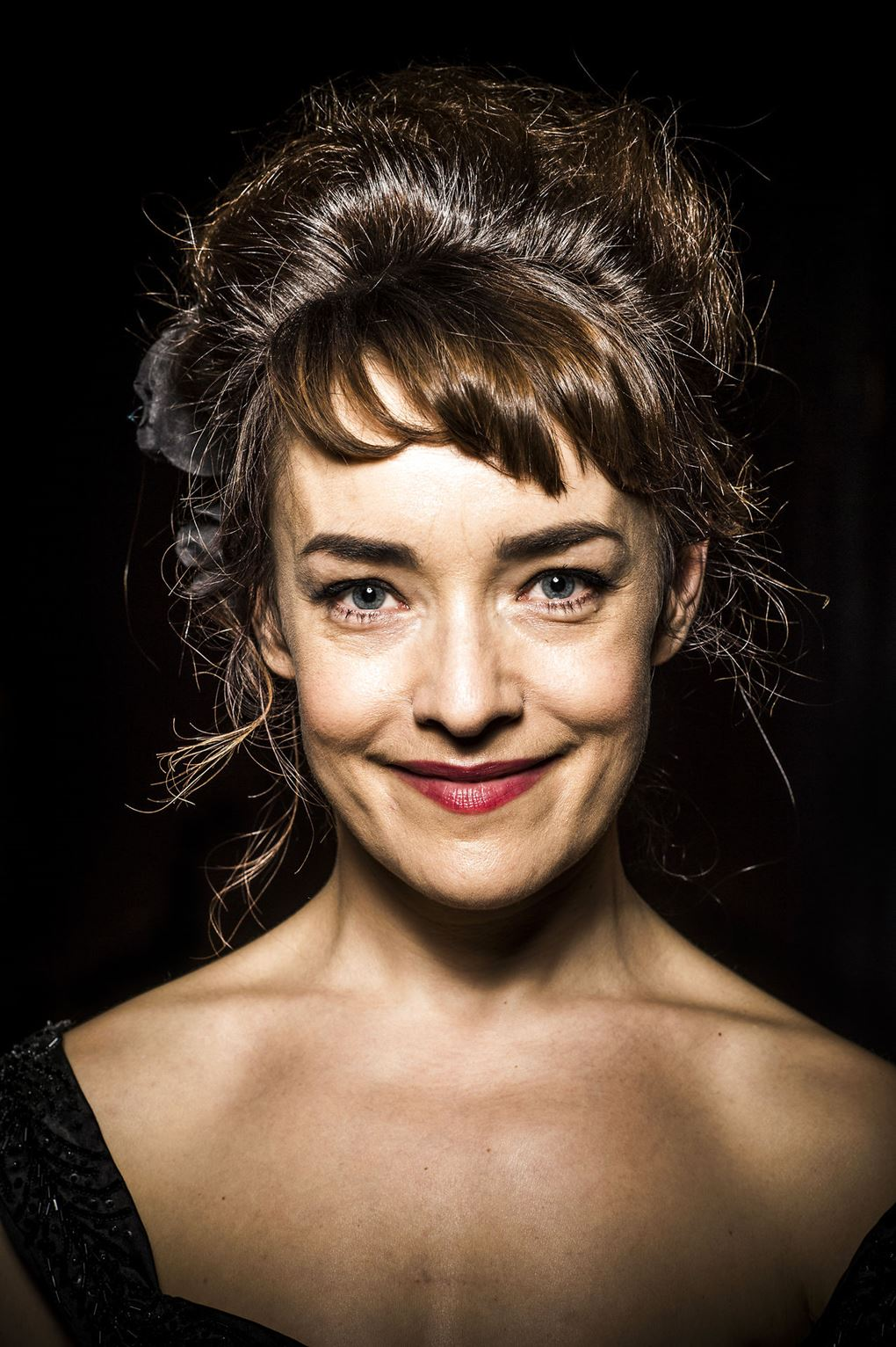 Nærbillede af Maria Rossing, hvor hun smiler uden tænder.