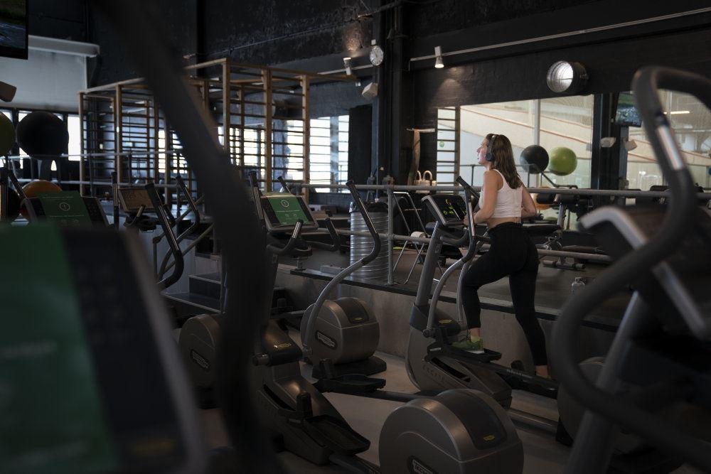 løbebånd i et fitnesscenter