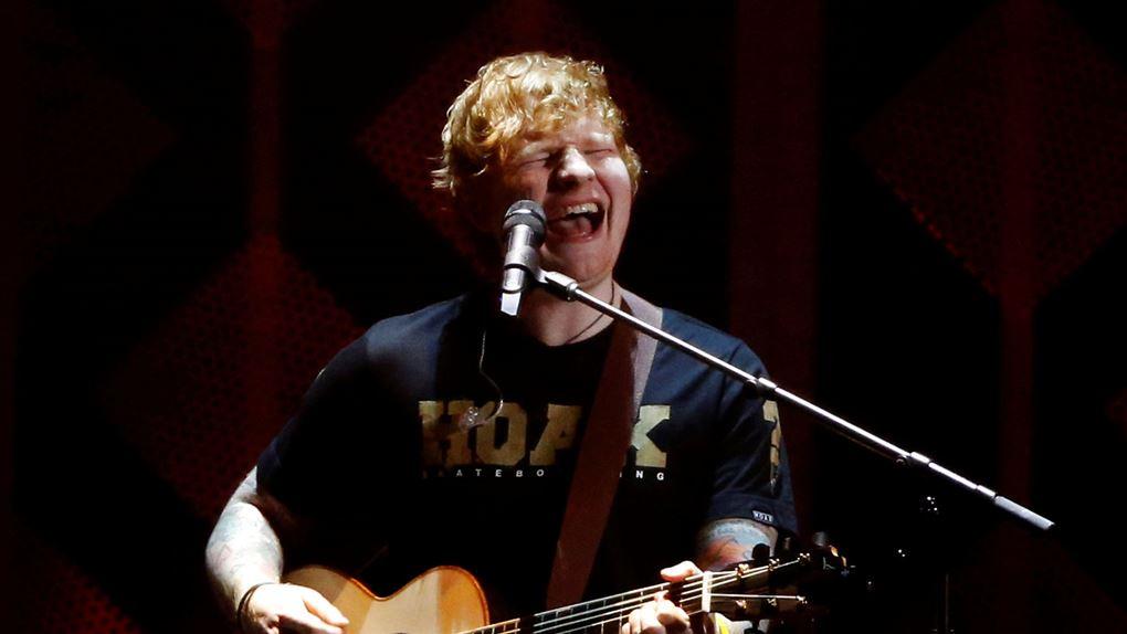 billede af Ed Sheeran på scenen