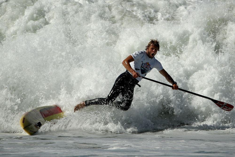 Casper Steinfath på surfbræt