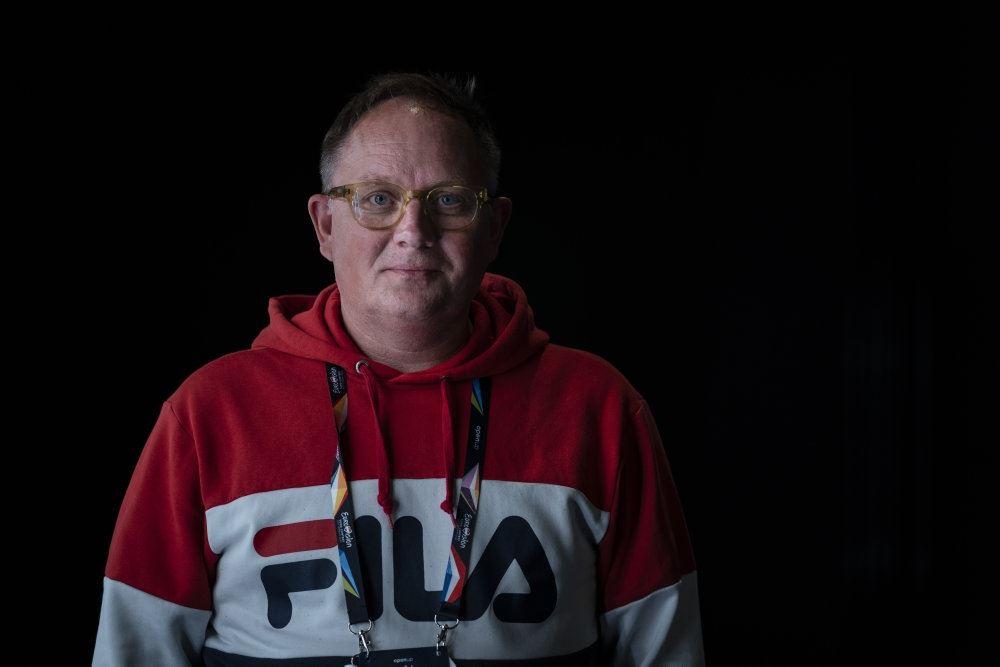 Jan Lagermand Lundme står med rød trøje
