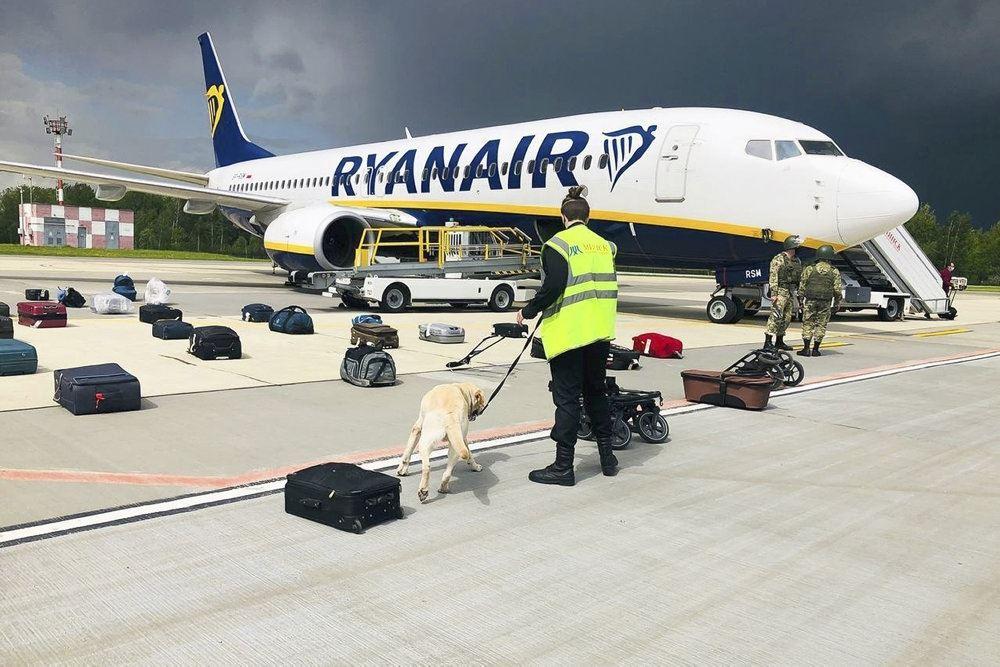 billede af ryanair-flyet på landingsbanen