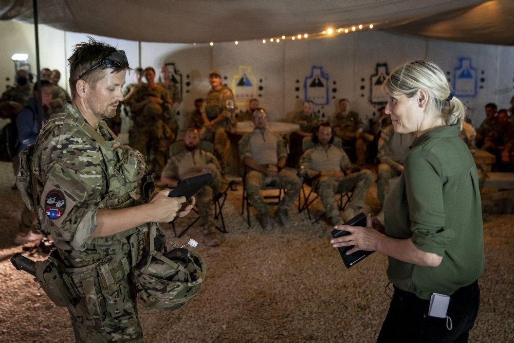Billede fra Trine Bramsens besøg på Ain Al-Assad luftbasen