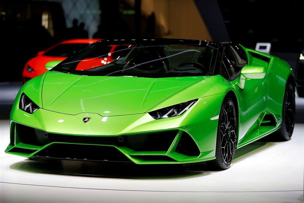En grøn Lamborghini til et motorshow