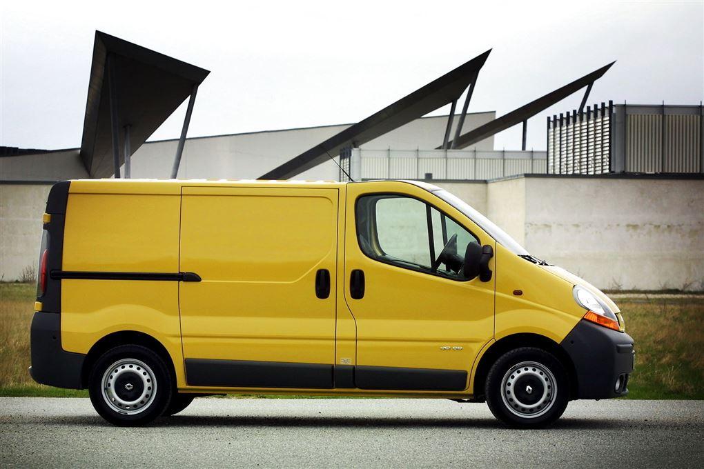 En gul varevogn i byen