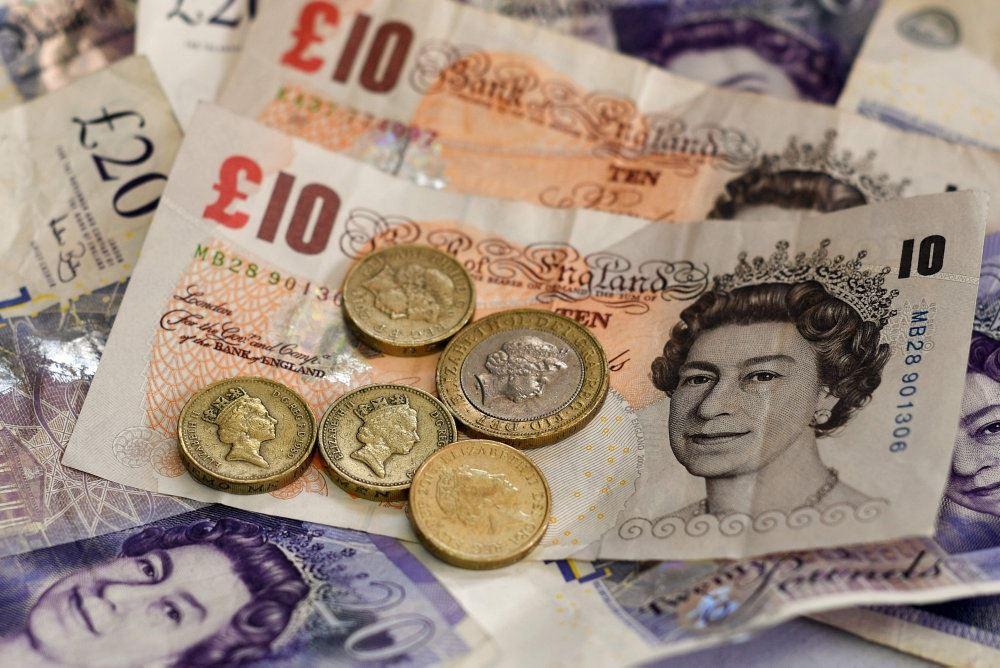 billede af pundsedler og mønter