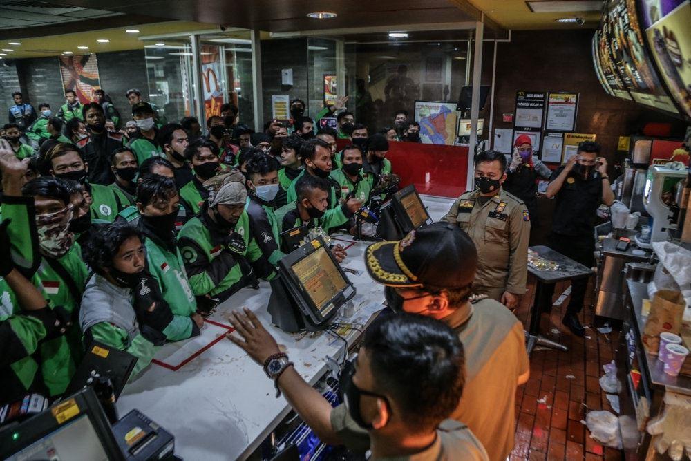kø foran mcdonalds i indonesien