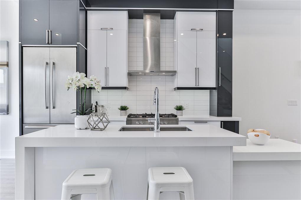 et hvidt køkken