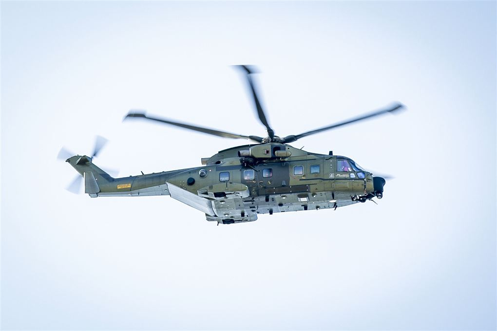 redningshelikopter ses i luften