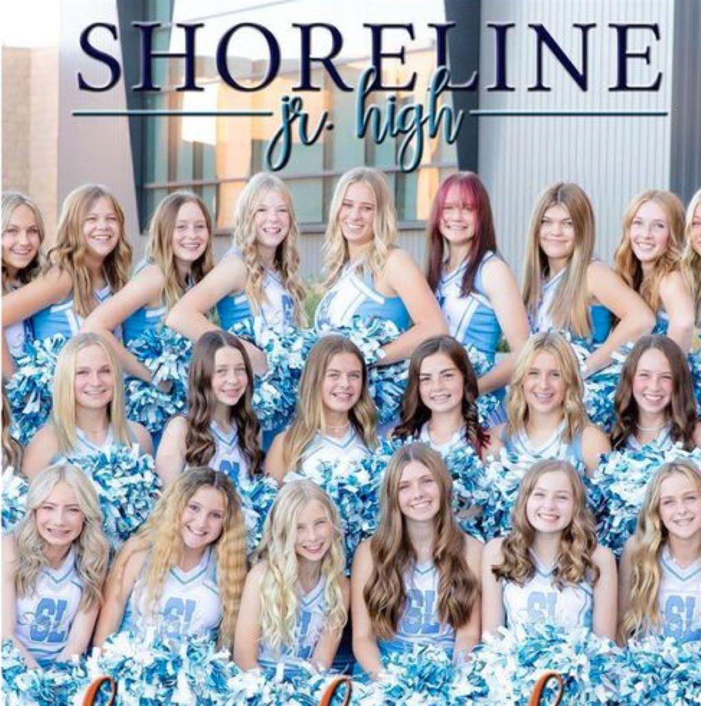 En masse cheerleader-piger i blåt