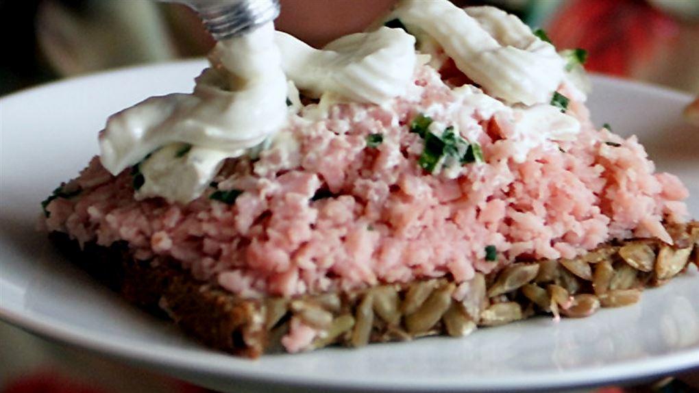 billede af en mad med mayonnaise