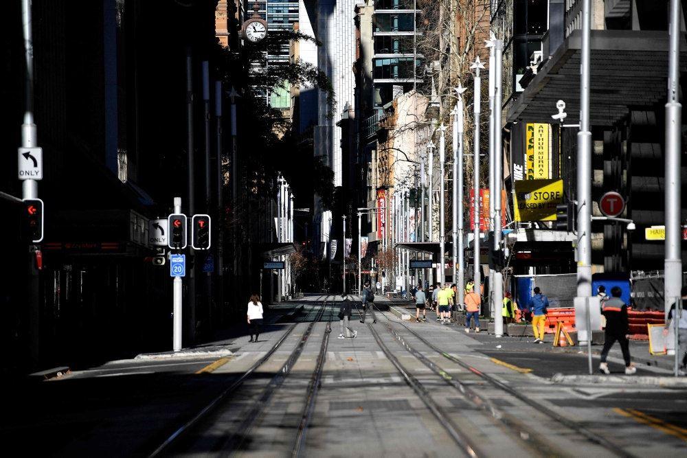 En tom gade i en storby