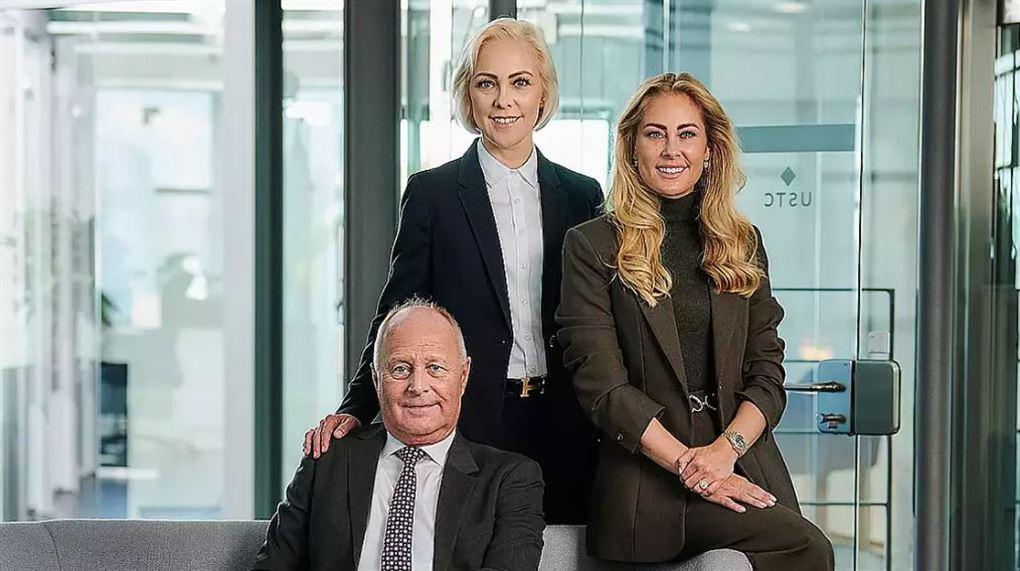 billede af Torben Østergaard-Nielsen og hans døtre