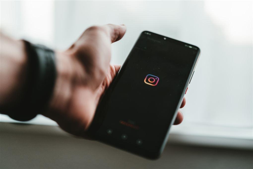 billede af en mobil med Instagram