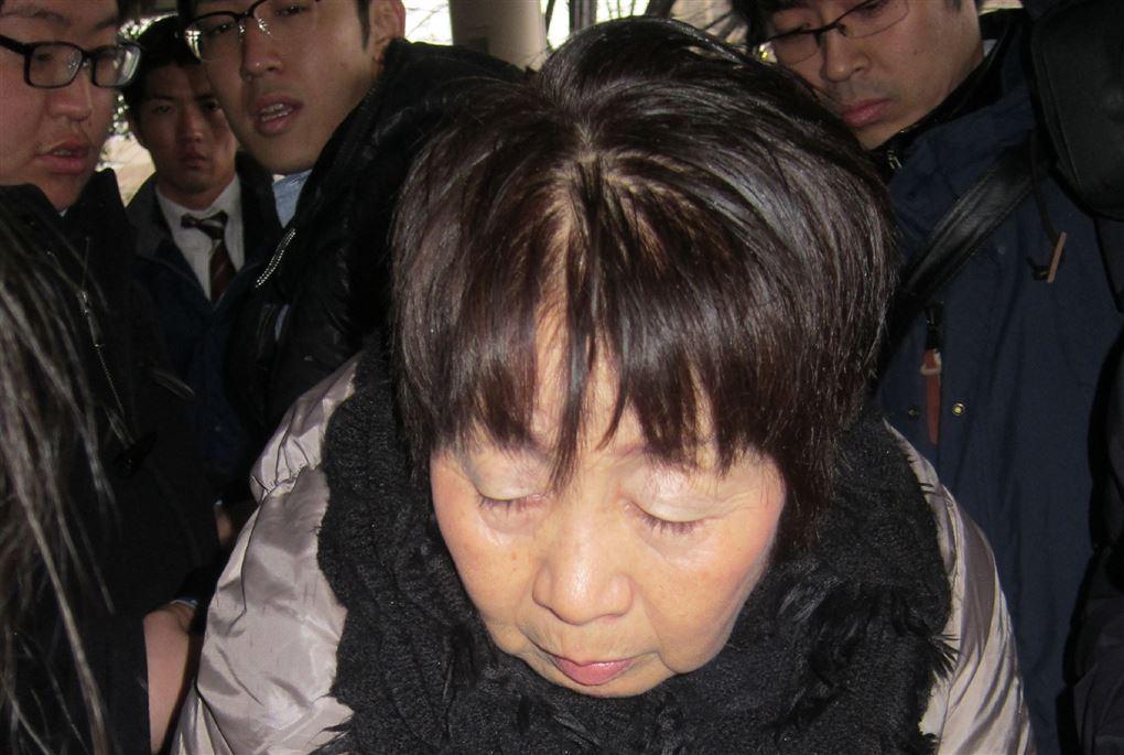 japansk kvinde med lukkede øjne