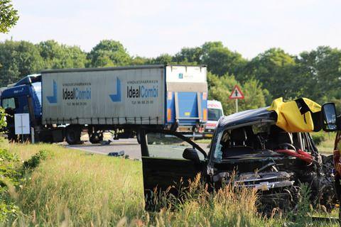 bil og lastbil efter ulykke