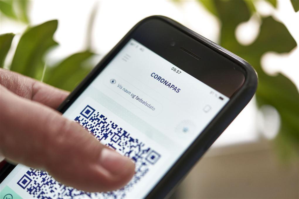mobiltelefon med coronapas-app