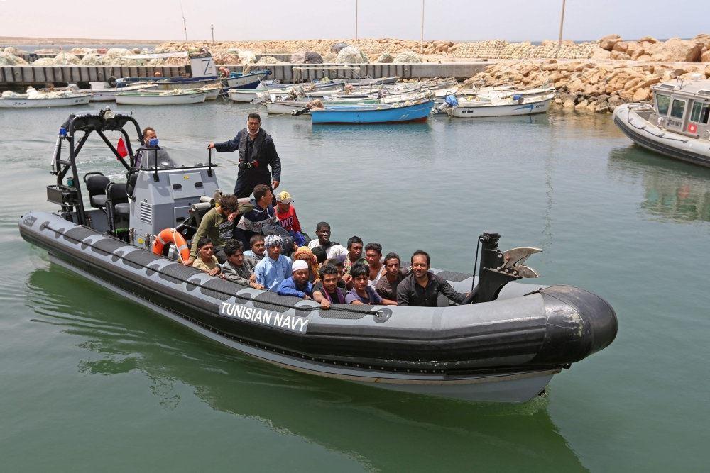 en gummibåd RIP med migranter i