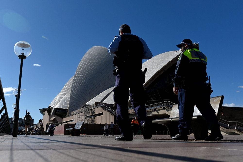 politi foran Sydney operahus