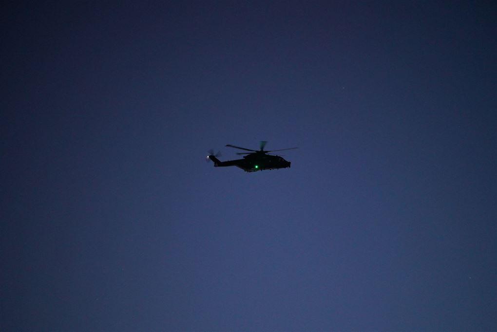 Helikopter på nattehimmel