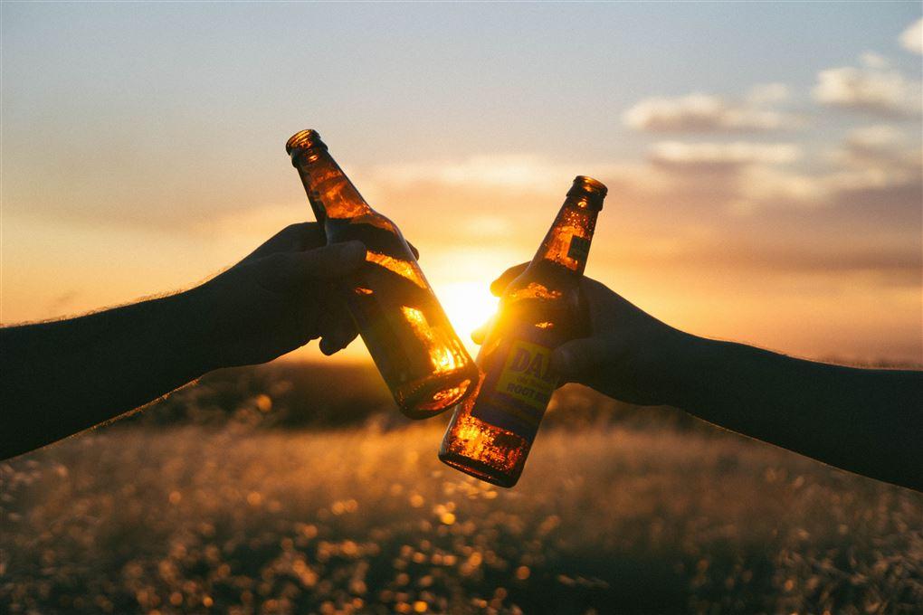 To øl i solnedgangen