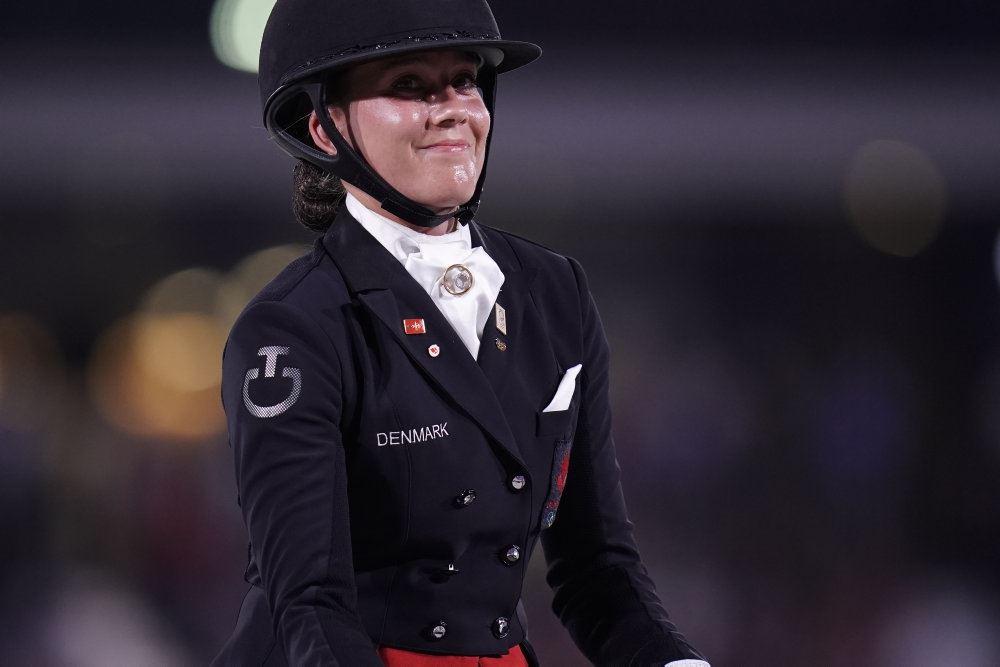 Cathrine Dufour med ridehjelm