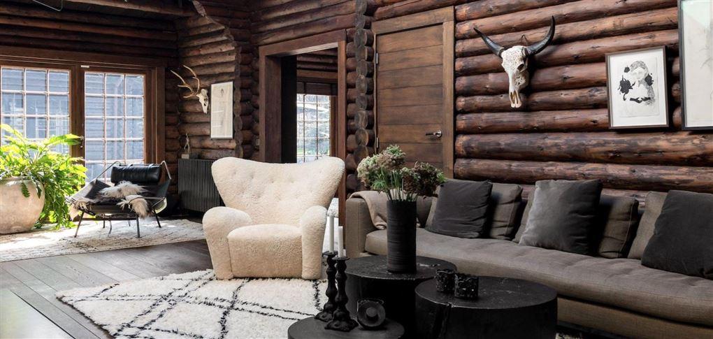 En stue med lækre møbler