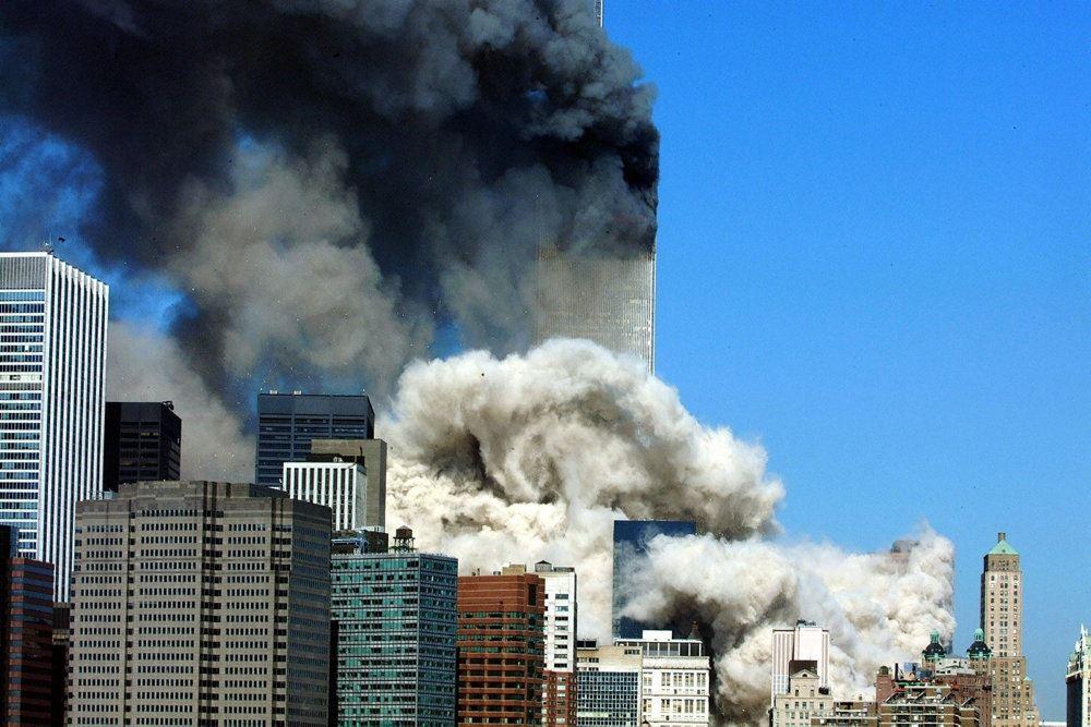 røg stiger op fra World Trade Center i New york