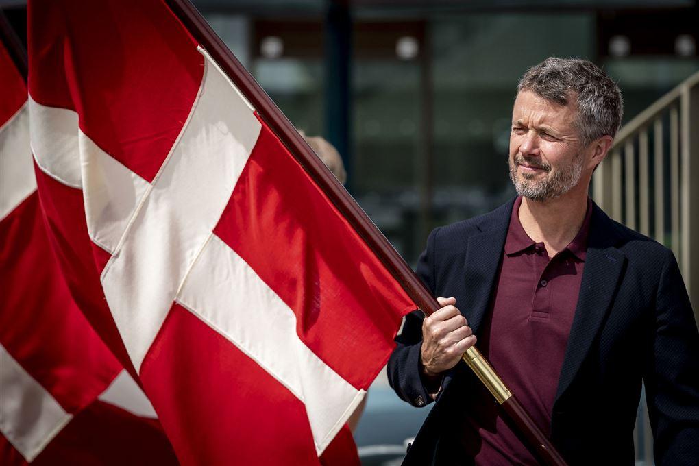 Kronprins Frederik med Dannebrog