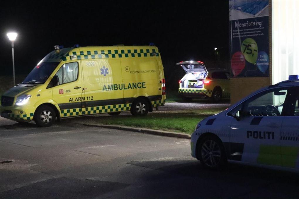 ambulance holder ved svømmehal