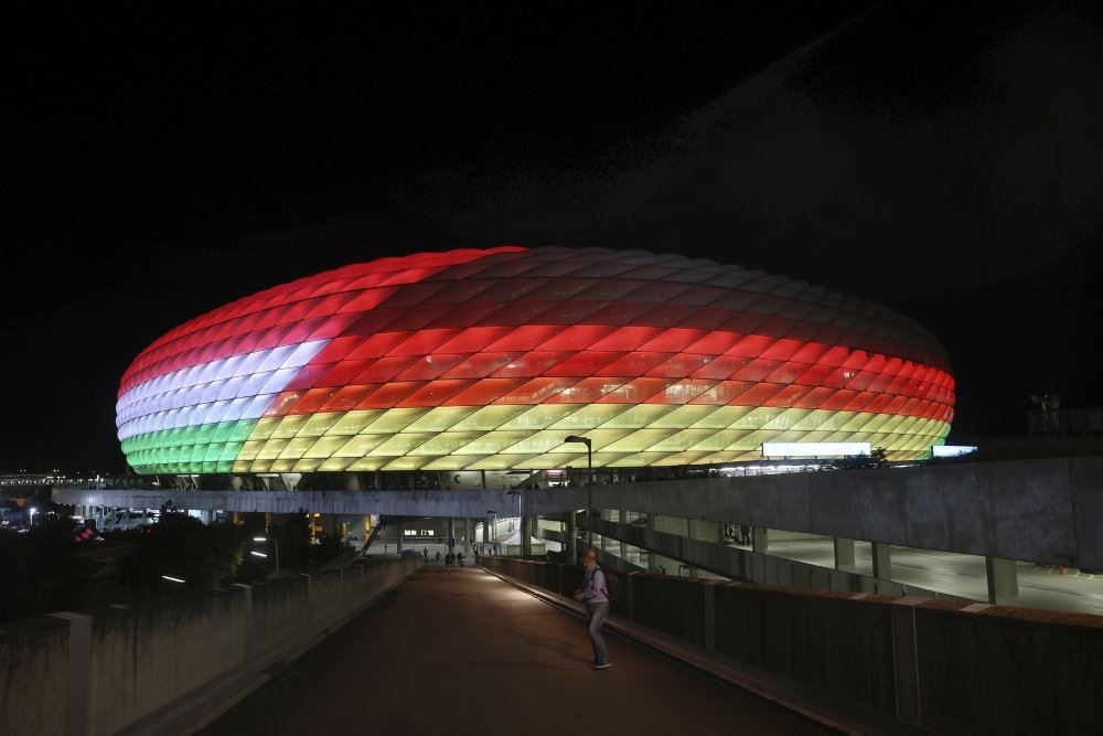stadion oplyst i farver