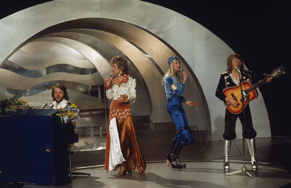Fire musikere på scenen