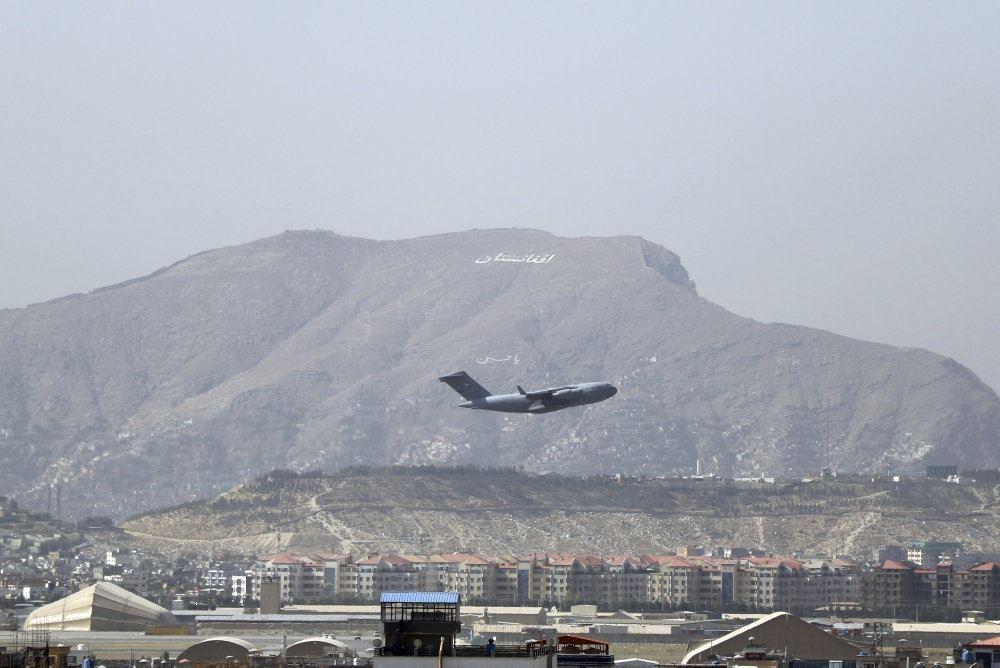 et fly letter med et bjerg i baggrunden
