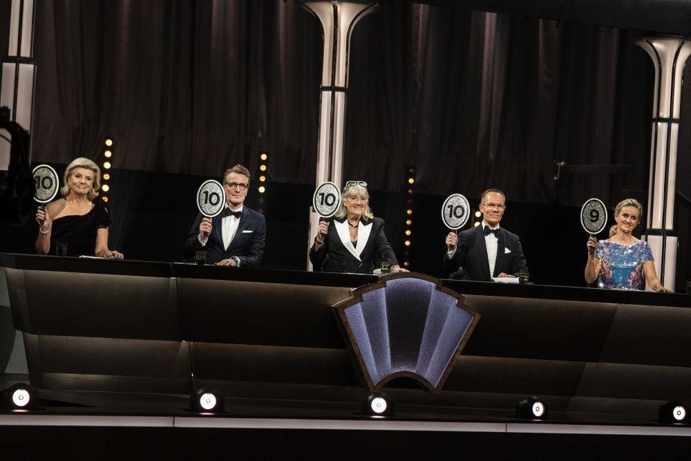 dommerne i vild med dans sidder på række