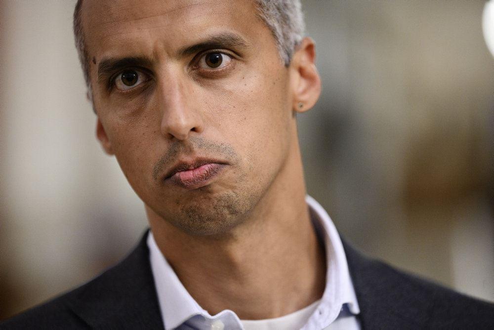 et billede af en småsur politiker