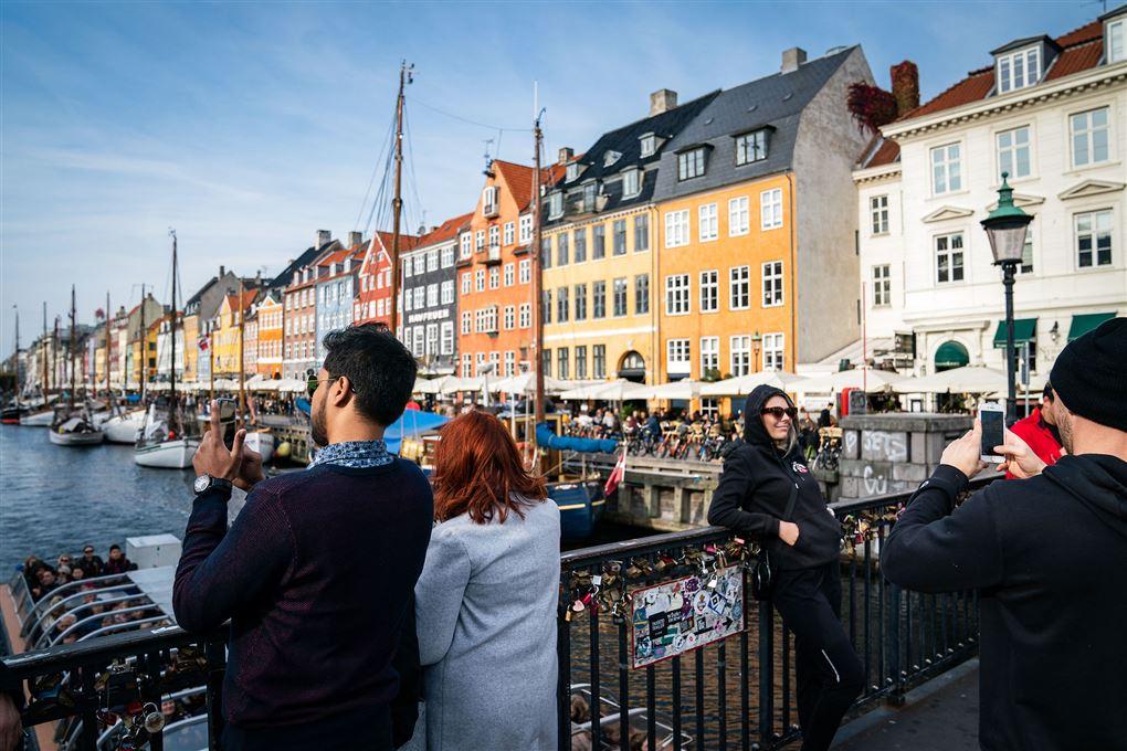 Nyhavn med turister