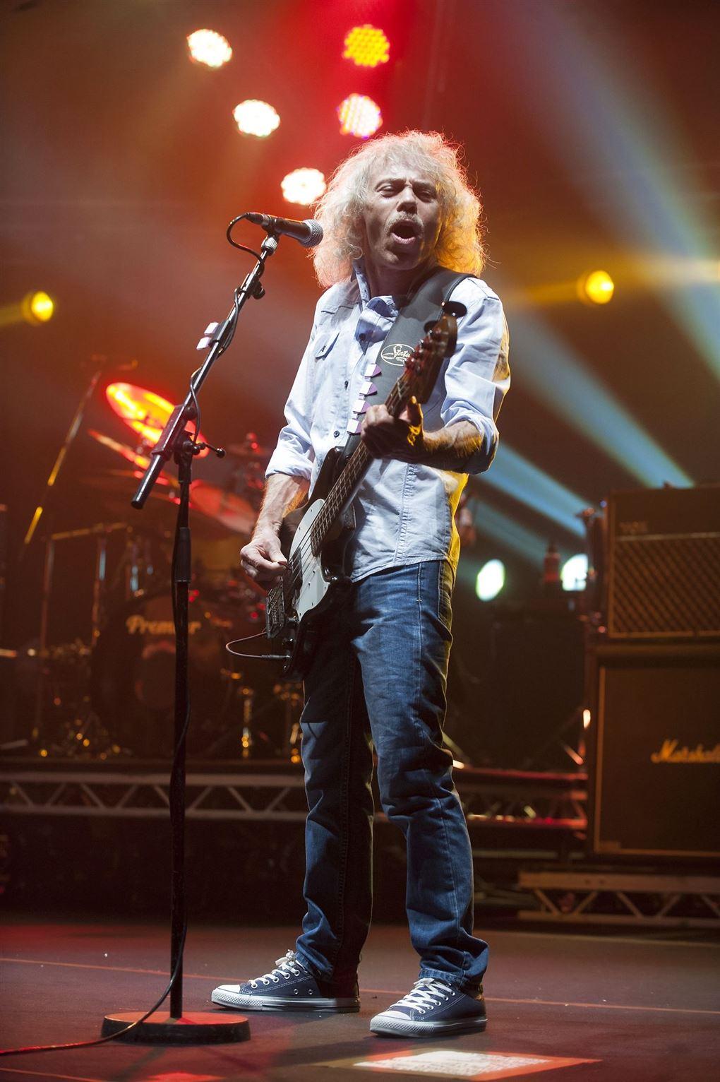 En langhåret guitarist