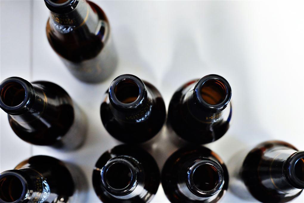 Syv tomme øl flasker