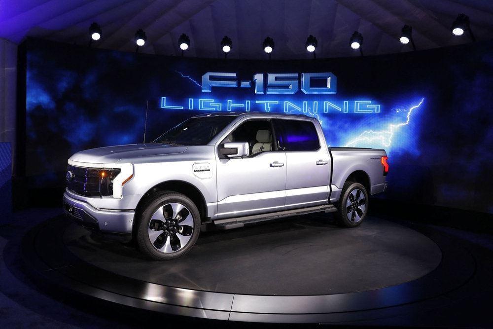 en sølvgrå pickup-truck