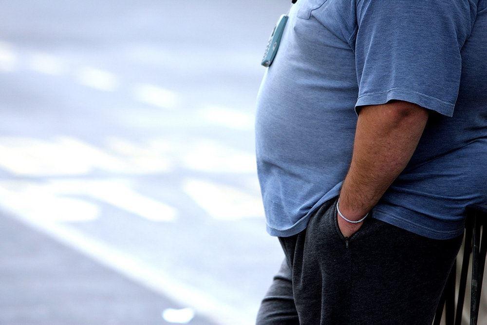 mand med tyk mave