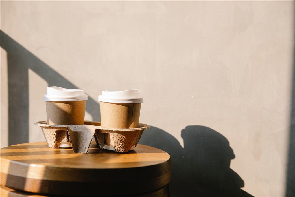 kaffebægre i bakke