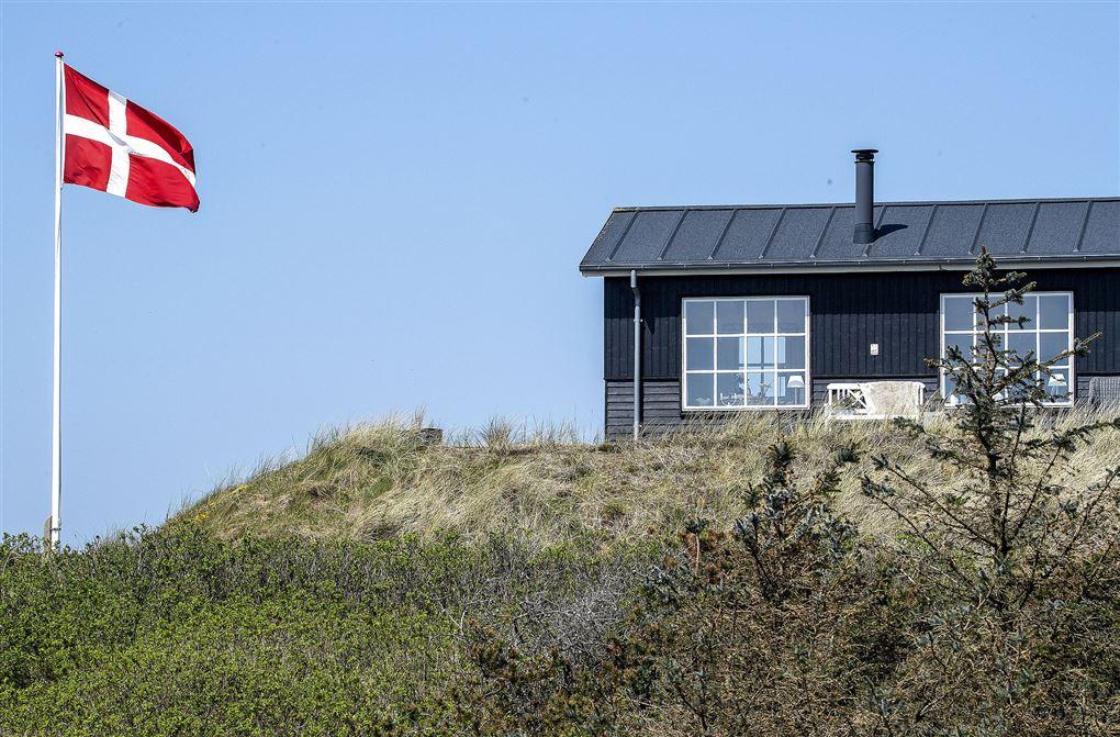 sommerhus med dansk flag