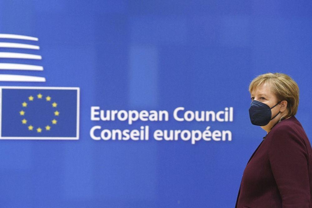 Merkel med mundbind