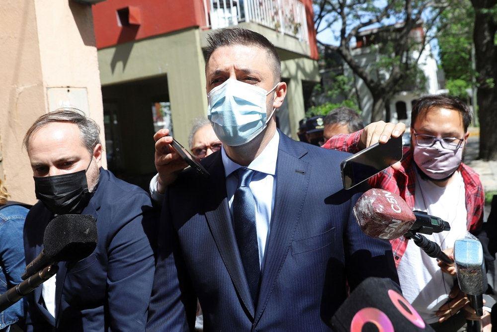 Maradonas advokat møder pressen med mundbind på
