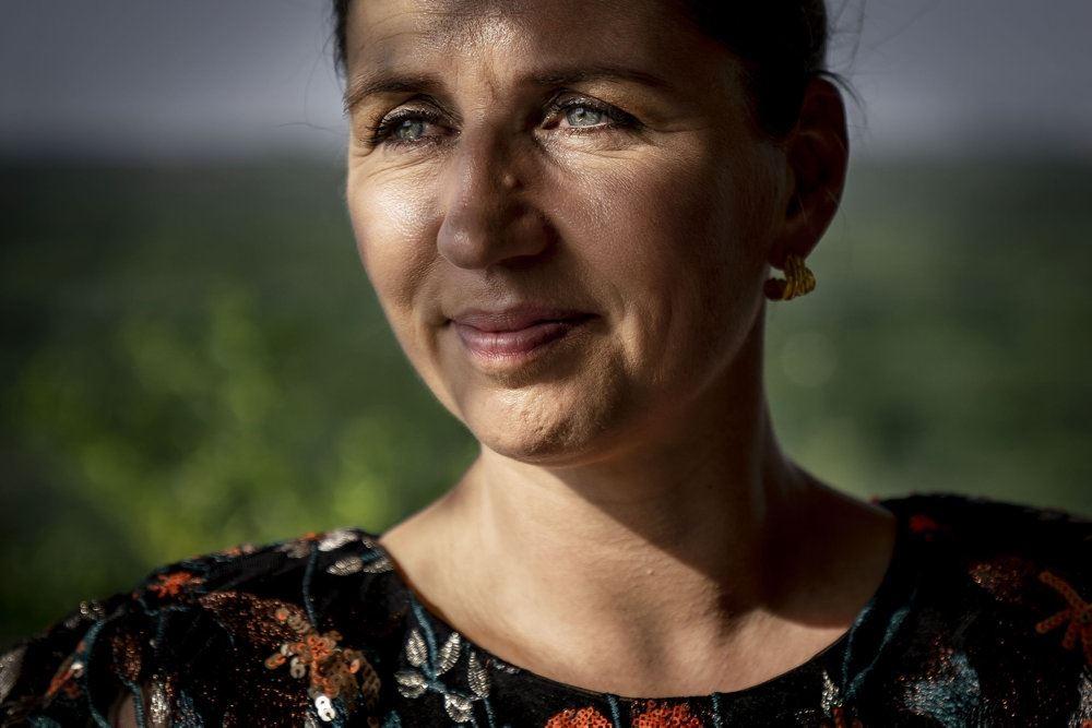 Portræt af Mette Frederiksen, som smiler